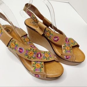 Lucky brand embroidered leather wedge sandals 10 M